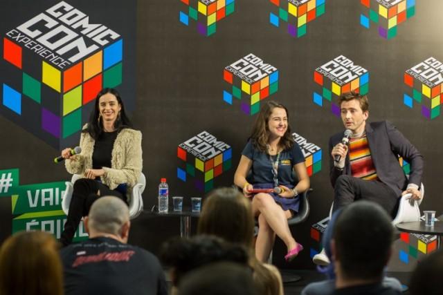 Foto da coletiva com os atores de Sense8 (créditos Henrique Manreza)