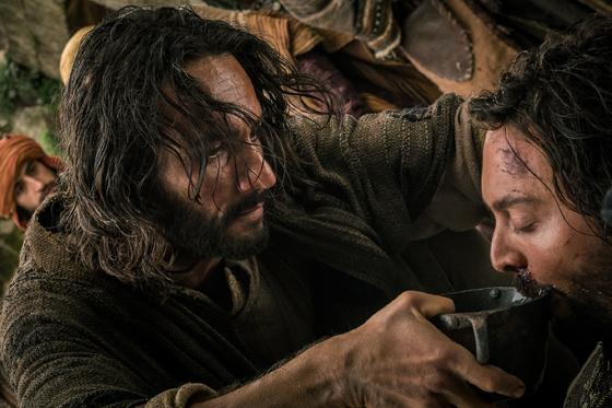 Santoro (esq.) como Jesus Cristo e Huston em cena de Ben-Hur